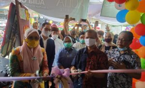Aulia Store, Lipstick Esenses Pink, Aulia Kosmetic Indonesia, Aulia Cosmetic, Perawatan Spa, Grand Opening, Promo Prooduk Kecantikan