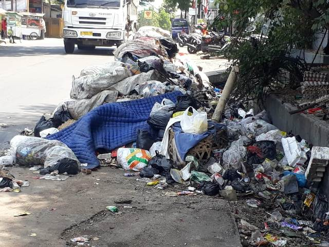 bahu Jalan, Jalan Raya Mahar Martanegara, pengguna jalan, pengolahan sampah, Tumpukan Sampah
