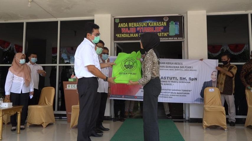 Dinas Lingkungan Hidup, kotak sampah Tematik, fasilitas kebersihan, World Clean Day, Indonesia bersih