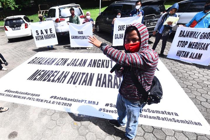 Tolak Pembangunan Jalan Angkut Batubara