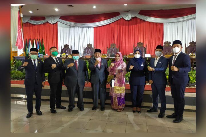 resmi dilantik menjadi anggota Dewan
