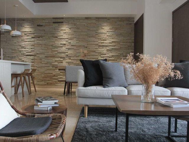 mempercantik ruang tamu, diding ruang tamu mengunakan batu alam