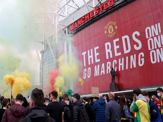 MU vs Liverpool Tertunda