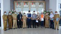 Pose Bersama Tim dari Ombudsman RI Perwakilan Sumatera Selatan yang diketuai oleh Agung Pratama bersama Wakil Bupati OKU Selatan, SHolehien Abuasir, S.P., M.Si., diikuti jajaran Pemkab OKU Selatan, Kamis (06/05).