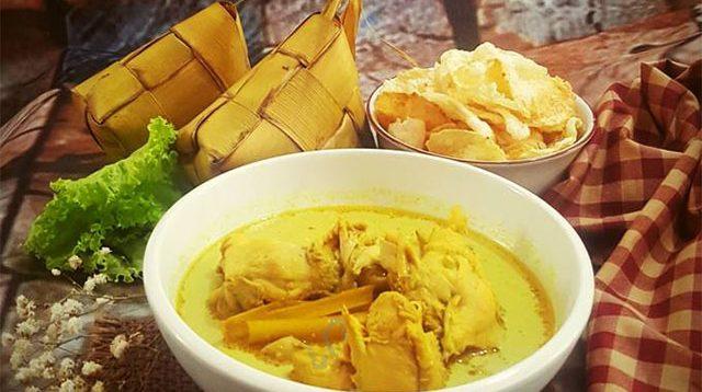 ketupat dan opor ayam, makanan khas lebaran
