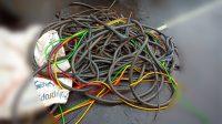 mencuri kabel lampu penerangan jalan
