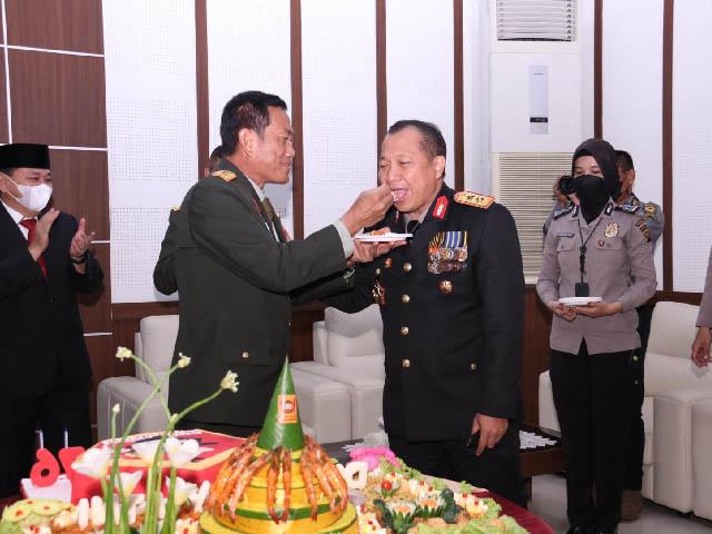 kebersamaan TNI dan Polri